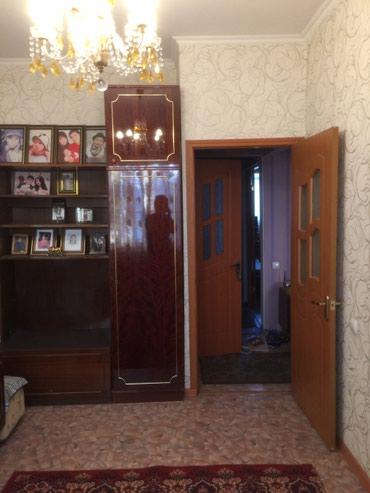 Продаю 3 ком. кв . 105 серии 2/3 этаж, в Бишкек
