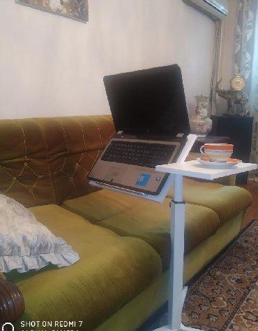 Греется ноутбук на коленях, да и это неудобно. Универсальный столик