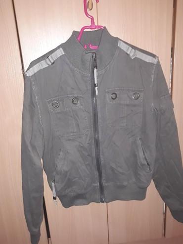 Prolecna jaknica  boja uzivo je kao na poslednjoj fotografiji, bez - Belgrade