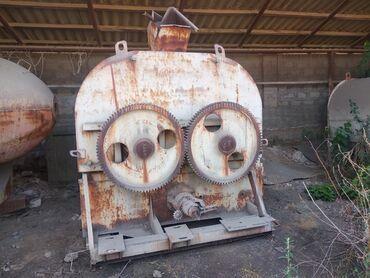 Оборудование для бизнеса в Кызыл-Кия: Сместитель для корма советского производства. Состояние новое