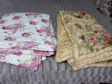 Продам в Токмаке два одеяла размер 1м30 -2м хорошего качества теплые 1