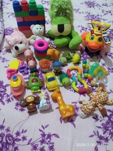 детские игрушки 3 в Кыргызстан: Продам детские игрушки 3мес+.Мягкие игрушки,грызунки,силиконовый