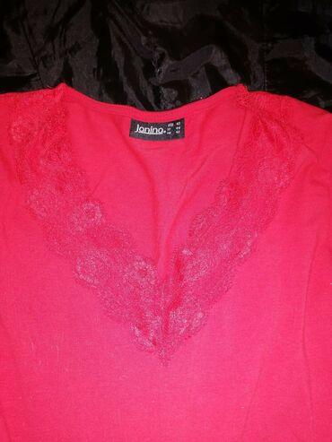 Janina kvalitetna, pamucna majica nikad nosena. U crvenoj boji, sa