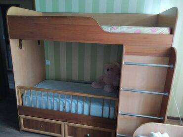 Продам двухярусную детскую кровать. Делали на заказ,потому придумали