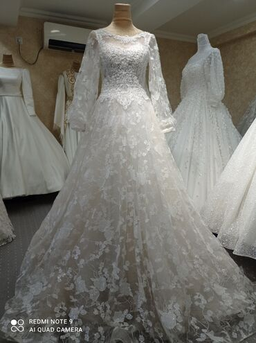 Свадебные платья и аксессуары - Кыргызстан: Продается свадебные платья состояние отличное