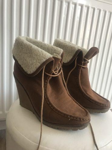 Čizme Broj 37, kao nove, vrlo su tople. Unutrasnje gaziste je 24cm  - Leskovac