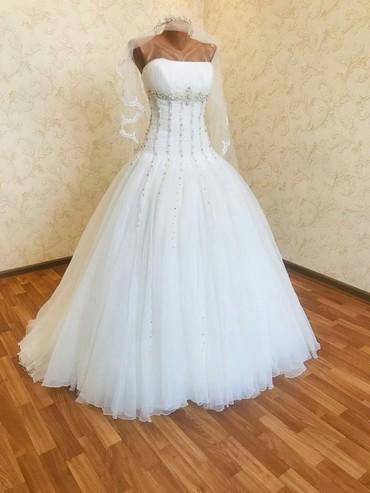 Сдаю свадебные платья, от Pierre Cardin .  В подарок фата, диадемка, с