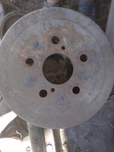 Продаю задние барабанные диски в сборе на Тойота Карина е. в Бишкек