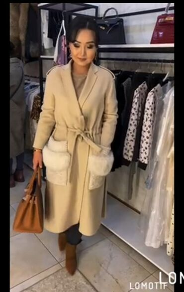 Роскошное пальто FENDI Карманы натуральный мех лиса. Размер M-L