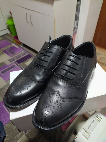 льняные мужские мокасины в Кыргызстан: Продаю мужские кожаные туфли. Качество 100% размер 44