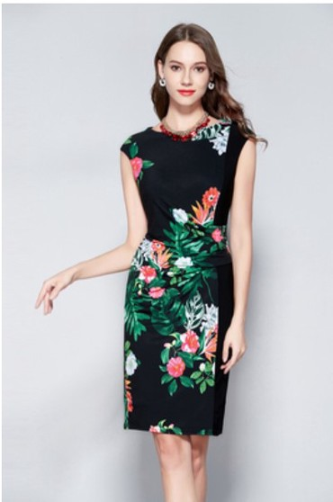 lux материал в Кыргызстан: Продаю платье (новое). Материал напоминает холодок. Тянется. Грудь