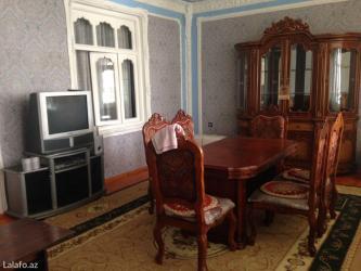 Gəncə şəhərində Yaxsi Temirli villa 3 mertebeli 4 otaqlı 3 mertebesinde bilyardı. Su