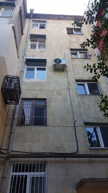 2 mərtəbə - Azərbaycan: Mənzil satılır: 3 otaqlı, 120 kv. m