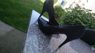 Ženska obuća | Gornji Milanovac: Crne salonke, jednom nosene