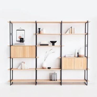 сдача комнат в Кыргызстан: Книжный шкаф. Благодаря открытому дизайну полок, в маленькой комнате