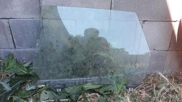 Заднее левое стекло Дайхатсу Сирион 2