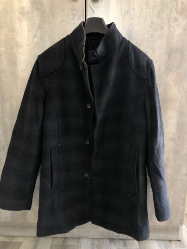 Пальто - Бишкек: Турецкое пальто в отличном состоянии, 85% шерсть, размер 48