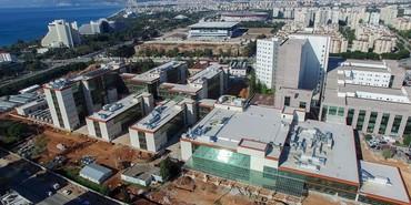 Bakı şəhərində Hospitalin qorunmasi giriw cixisina nezaret ucun boyu 1.69 dan yuxari