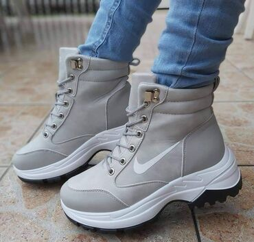 🌨🌨🌨🌨🌨🌨🌨🌨🌨🌨🌨🌨🌨Preedobre Nike kanadjanke/cizmice/snegarice u dve