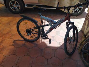 Продаю велосипед скорости не меняются из ночально задних колок нет но