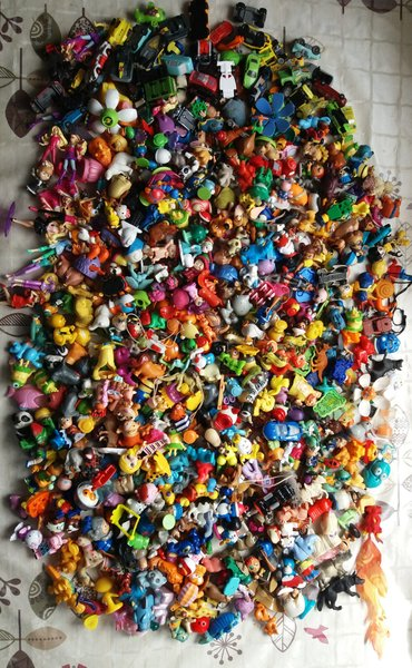 Игрушки киндер сюрприз. около 500 штук разные. 20 сом 1 штука. в Лебединовка