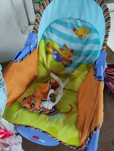 качественные детские вещи в Кыргызстан: Продаю детский шезлонг, подушку для укладывания малыша и пакет вещей д
