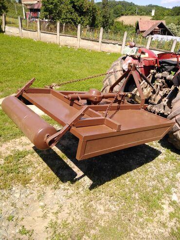 Kamioni, industrijska i poljoprivredna vozila | Srbija: Traktorska kosacica (tarup). Namenjena za kosenje po vinogradu