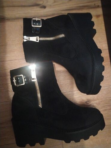 Обувь люкс купила за 3700, продаю 2500, уступка лудеь