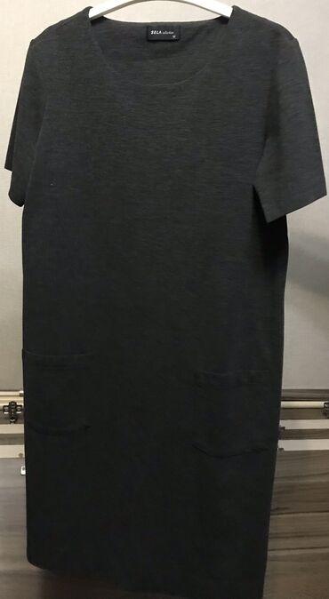 Платье футляр серого цвета с двумя карманами отлично подойдёт на кажды