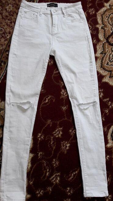 Белые,модные и классные джинсы.Размер 27