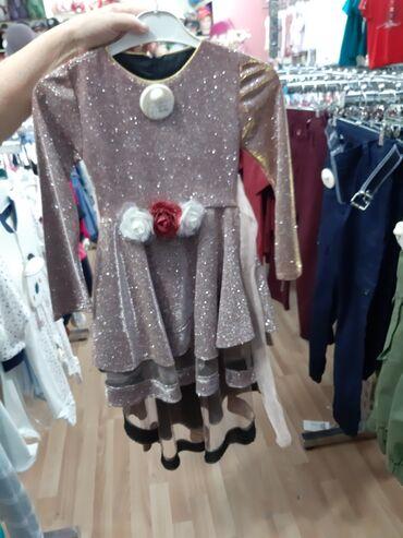 турецкая новая платье в Азербайджан: Новое платье,подарили а размер маленький,на 4-5 лет, цвет переливается
