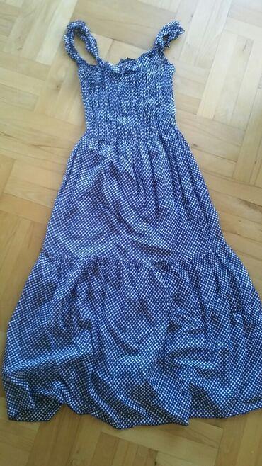 Dve haljinice za 600. M velicini odgovaraju teget na tufnice moze i L