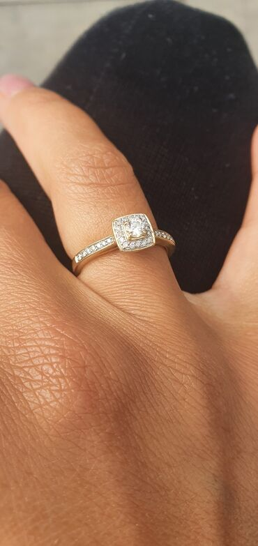 alfa romeo 4c 17 tct в Кыргызстан: Срочно продаю золотое кольцо 750 пробы с бриллиантами. Размер 17. Серт