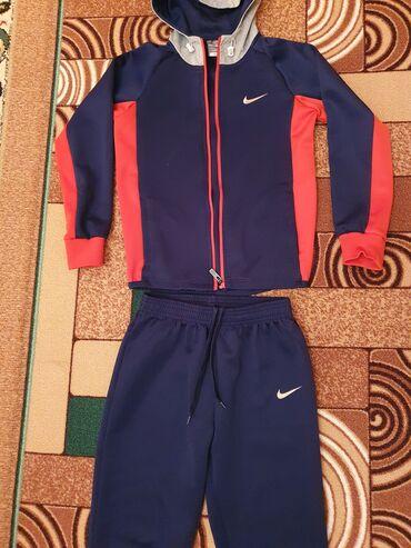 Спортивный костюм, ластик, состояние хорошее, размер от 7-8-9-10 лет