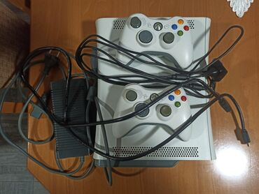 Xbox 360, lte 3, flesovanjasper ploča, dva dzojstikajedan kabl za