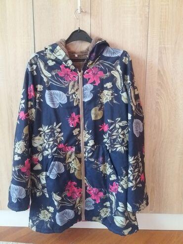 Oze i posebno jedna - Srbija: Nov xlprelepo mantil ili jakna,novo.Moze da se kombinuje i sportski i