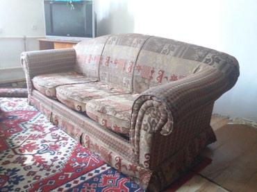 Мебель в отличном состоянии,диван раскладной и два кресла. срочно!!! в Бишкек