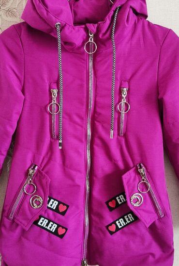Деми куртка на девочкуна рост 128 см, 8-9 лет. В идеальном состоянии
