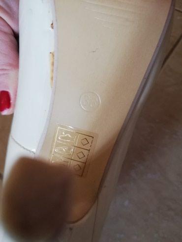 Cipele, krem boje. Iz Svajcarske. Visina stikle 10 cm, platforme3cm - Jagodina