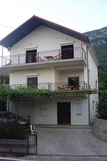 Dajem besplatno - Srbija: Izdajem 2 apartmana po 70 m² u naselju Šušanj-Bar,sa pogledom na