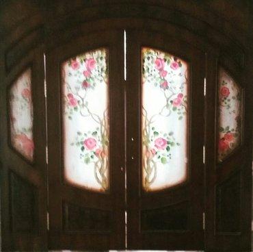 Обналички на окна - Кыргызстан: Новые двери, арочные двухстворчатые витражные. маятниковое открывание