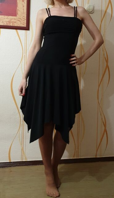 Чёрное платье ткань типа эластана, очень приятное к телу, 350 сом