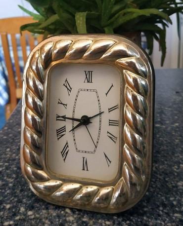 Ζητείται αυτό το επιτραπέζιο ρολόι. σε Athens