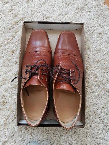 Muske braon kozne cipele velicina 42. Skoro kao nove. Ovuvene samo