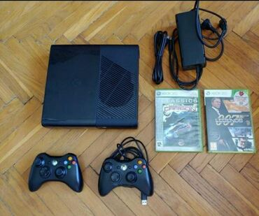 Xbox 360 & Xbox - Azərbaycan: Продам xbox 360. 2 пульта . В подарок диски. Срочно 300 манат