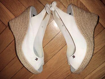 Tommy Hilfiger bele kao nove 38Bele sandale Tommy Hilfiger, obuvene