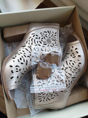 Par puta obuvene Lasoski kožne sandale.Prelepe