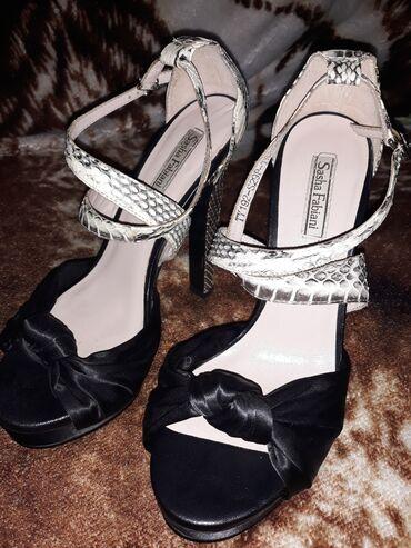 Женская обувь в Беловодское: Босоножки. Под змеиную кожу. Размер 37. Каблук 16 см. Новые