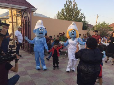 aktyor - Azərbaycan: Kloun ve istenilen cizgi film qehremanlarinin tedbirlerinize