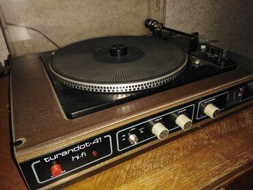 Gramofon - Srbija: Gramofon TURANDOT. Ispravan i očuvan gramofon, sa zvučnim kutijama